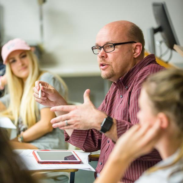 Professor Jeremy Littau speaks with students in class